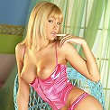 UK Babe gets herself all oiled up