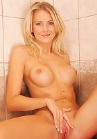 Blonde hottie shows off her stunning figure
