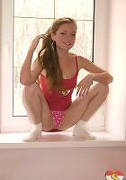 Brunette cam girl spreading legs