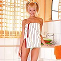 Slim teen cutie creams up hot body